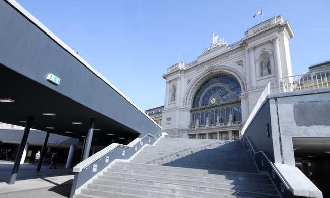 Jövőre a pályaudvarokon is lehet majd ügyeket intézni