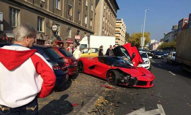 450 milliós Ferrarit tört össze Budapesten