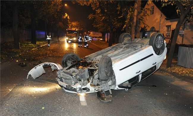 Felborult egy autó Budapesten