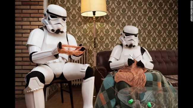 Star Wars rohamosztagos is eszik műzlit