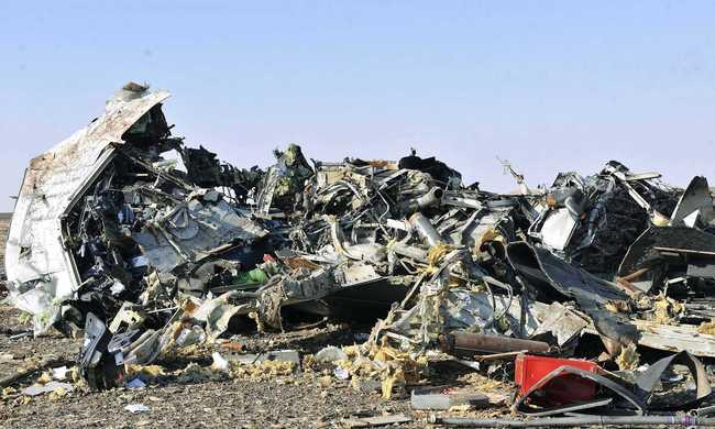 Bomba vagy rakéta nyomait keresik a lezuhant repülőgépen