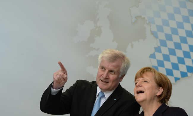 Megfenyegették Merkelt, de még alkudoznak