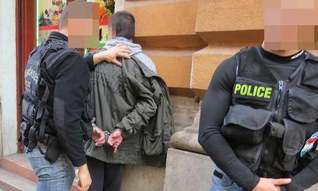 8 hónapig bujkált egy hotelban a rendőrök elől - videó