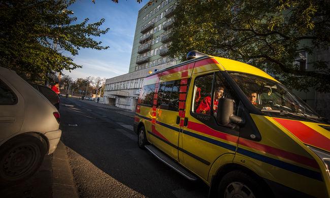 Szolnoknál hunyt el egy mentős, szirénaszóval búcsúztak kollégái
