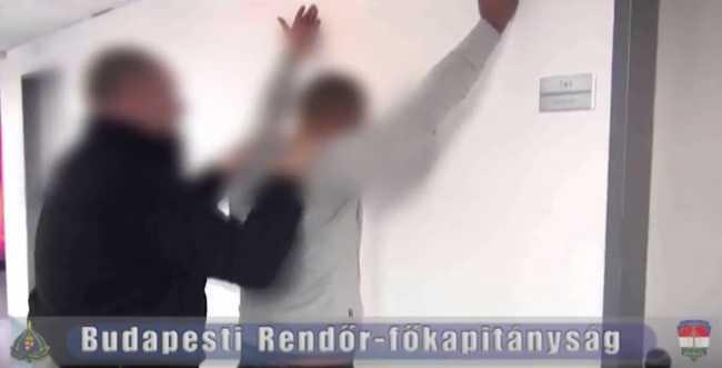 Áthajtottak a nő lábán a rablók - videó a támadókról