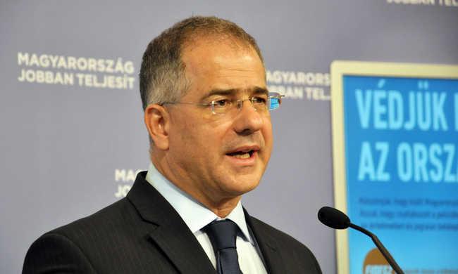 Petícióval is harcol a kötelező kvóta ellen a Fidesz