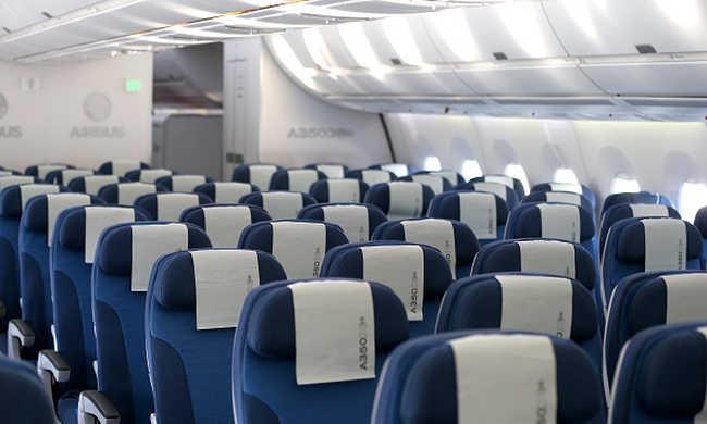 Háromgyerekes családot szállítottak le a repülőről, mert muszlimok
