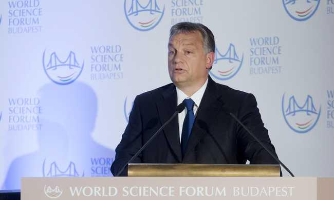 Orbán Viktor angolra váltott
