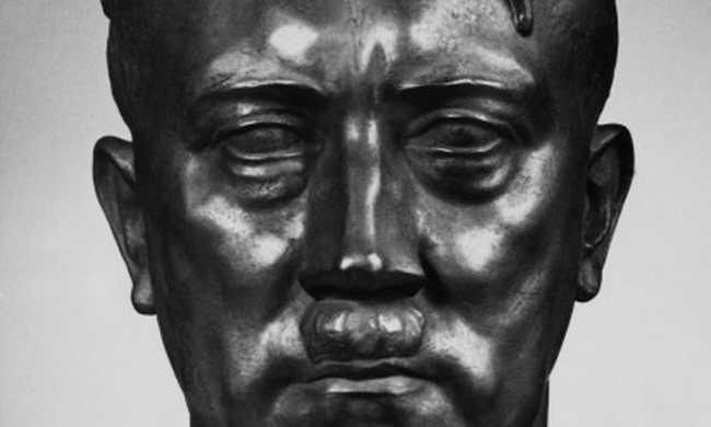 Hitler feje a múzeum kertjében