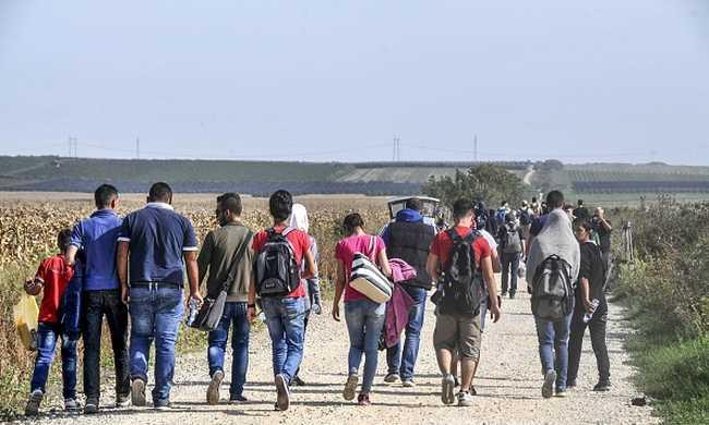 Egyszerre 15 ezer migráns érkezhet