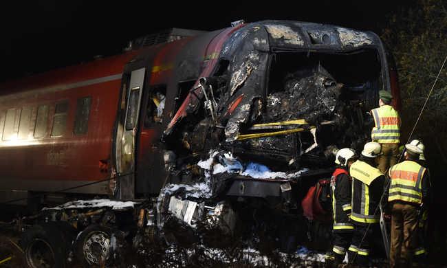 Vonatbaleset: megtalálták a mozdonyvezető holttestét