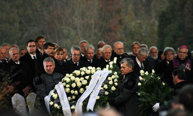 Ezrek búcsúztatták Göncz Árpádot