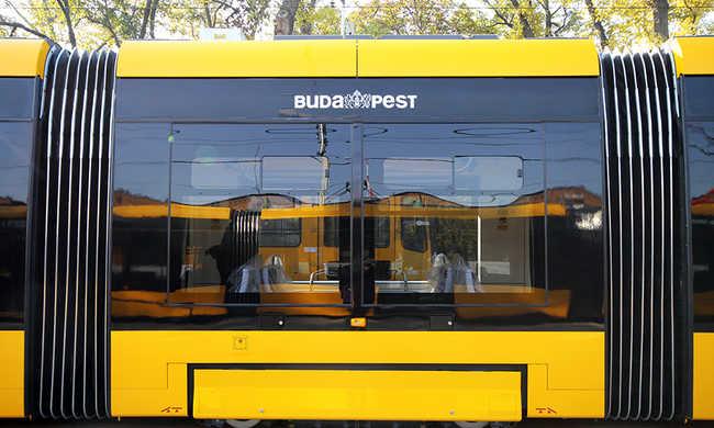 Tragédia Budapesten: megállóban álló embereket ütött el egy BKV-s autó