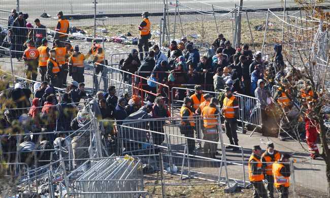 Elmaradnak a migránsok: az utolsó üzlet is bezárt a szlovén-osztrák határátkelőnél