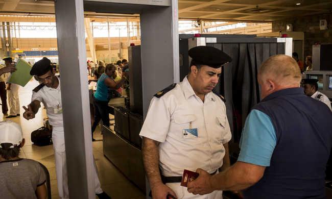 Menekítenék a turistákat Egyiptomból