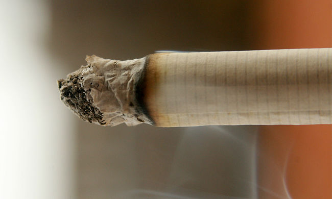 Egy miniszter mindenkinek megtiltaná a dohányzást, aki 2001 után született