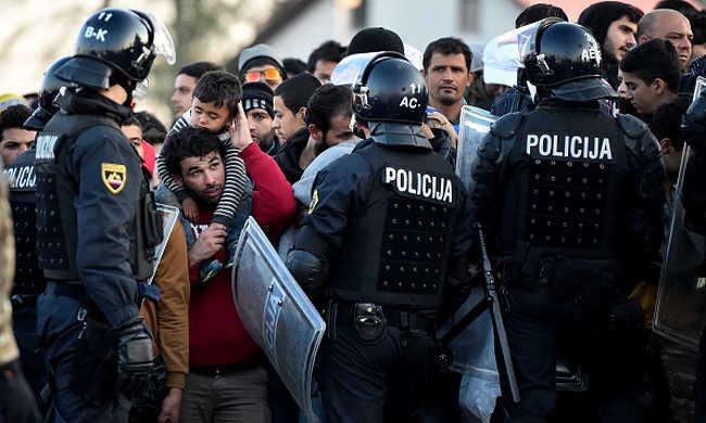 Szlovénia nem zárja ki, hogy pénzt kér a migránsoktól