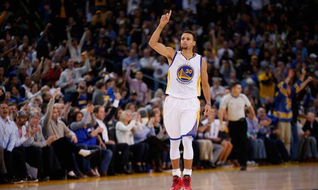 NBA: Még mindig veretlen a bajnok