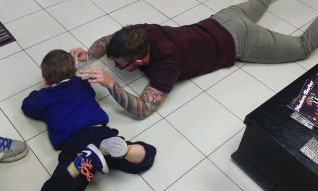 Bűbájos: így vágta le a fodrász a félős autista kisfiú haját