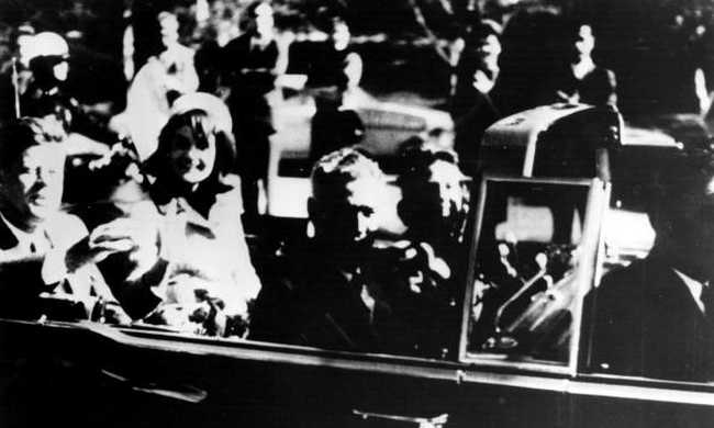 100 ezer dollárért vették meg Kennedy limunzinjának rendszámtábláit