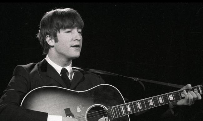 John Lennon leghosszabb hajfürtjét árverezik el
