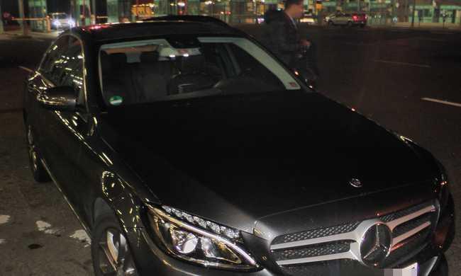 Lefoglaltak egy Mercedest