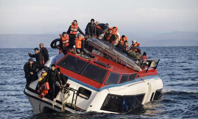 Több ezren várnak a görög-macedón határon