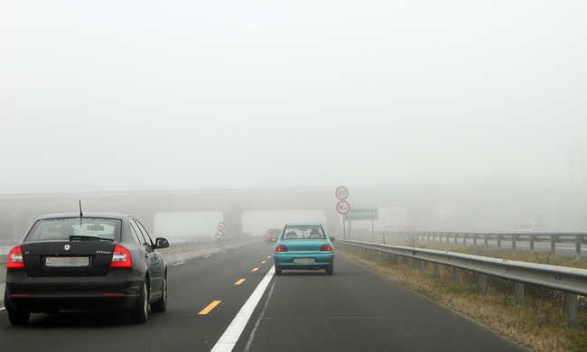 Kínában semmi sem lehetetlen: autópályán tolatott a sofőr - videó