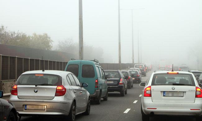 Káosz az autópályákon, több tíz kilométeres torlódás