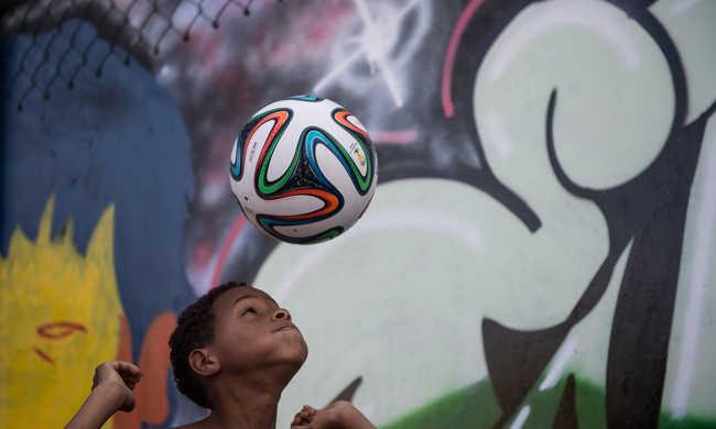Nem fejelhetnek többet foci közben az amerikai gyerekek