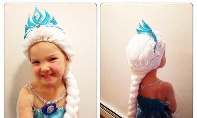 Rajzfilm hercegnők parókáit fonja rákos gyerekeknek a nővér