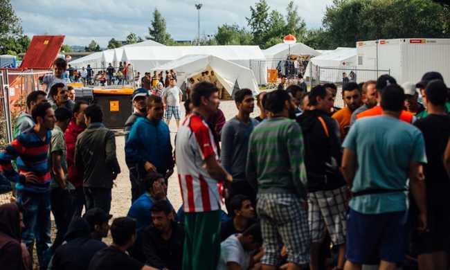 Százezrek nincsenek a kijelölt menekültszállásukon Németországban