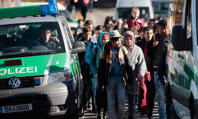 Naponta ezer migránst toloncolnak ki