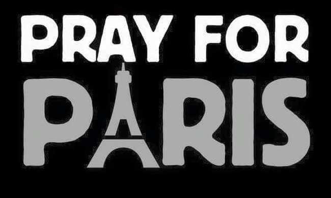 Pray for Paris: Egyre több profilkép sötétül el Facebookon