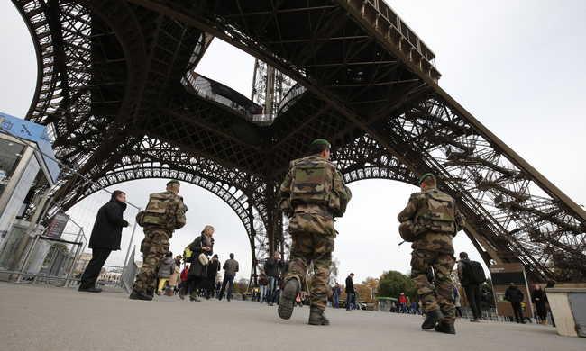 Tartalékosokat toboroz a francia hadsereg a terrorveszély miatt