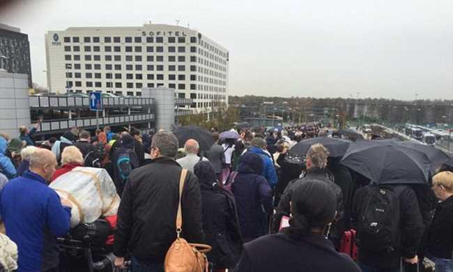 Bombapánik: kiürítettek egy repteret Londonban