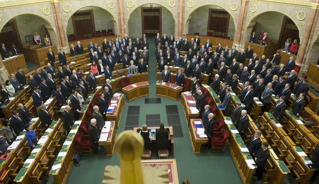 A pártok a párizsi terrortámadásról és a miniszterelnök beszédéről