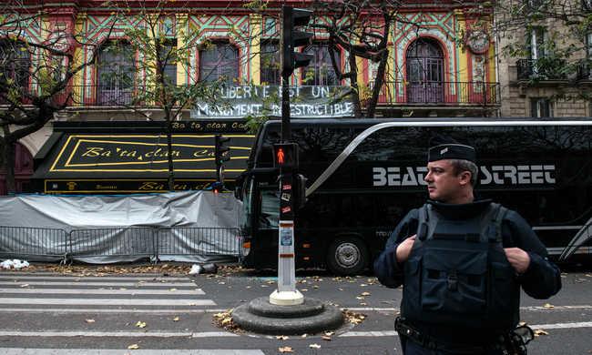 Fejbe lőtték a kidobóembereket a terroristák a Bataclan-ban
