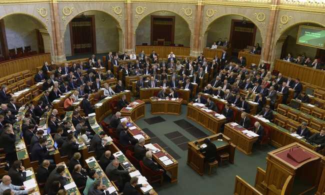 Megszavazták: bíróságon támadjuk meg a kötelező kvótát