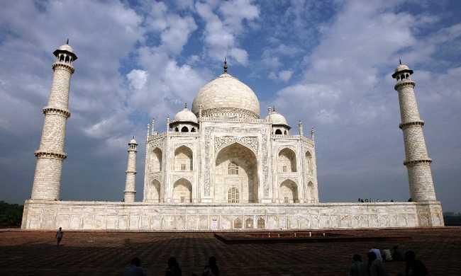 Hihetetlen, mi várta a turistákat: több száz éves épületeket döntött le a szél