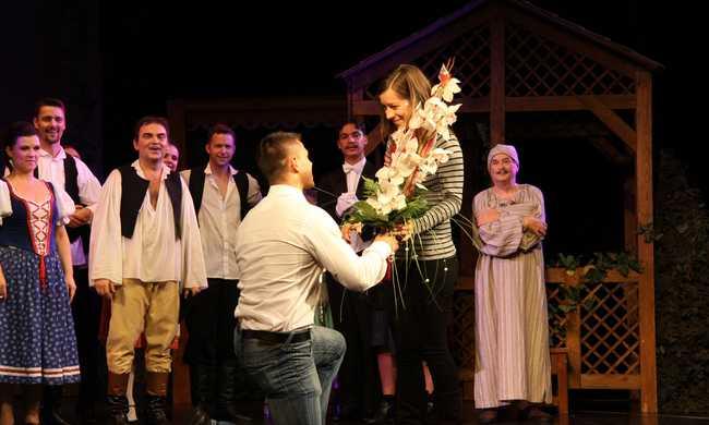 Színházban kérték meg a kezét