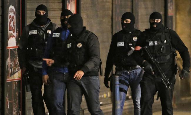 Még egy terrorista lehetett Párizsban: őt keresik