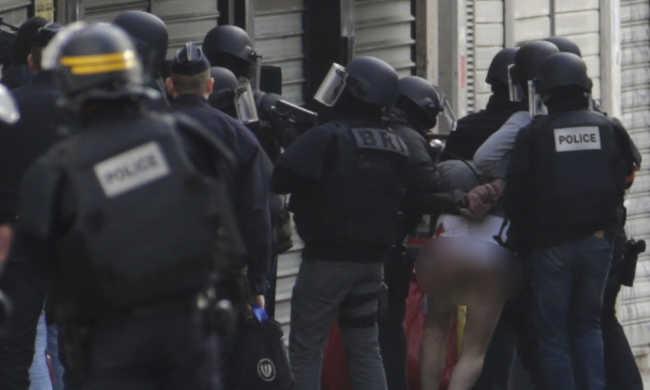 Párizsi terrortámadások : elfogtak egy testvérpárt