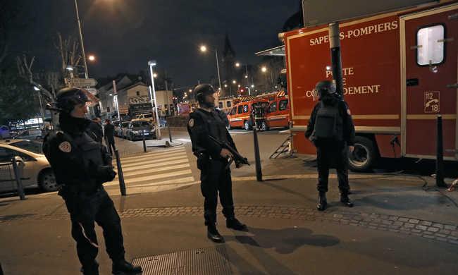 Megtalálták a párizsi merénylő eltűnt telefonját a rendetlen rendőrök