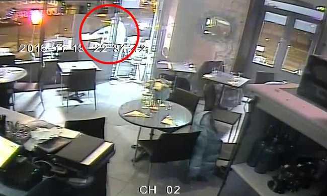 Felvette a biztonsági kamera a terrortámadást - videó