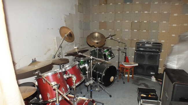 Hangszereket loptak a rockbandától