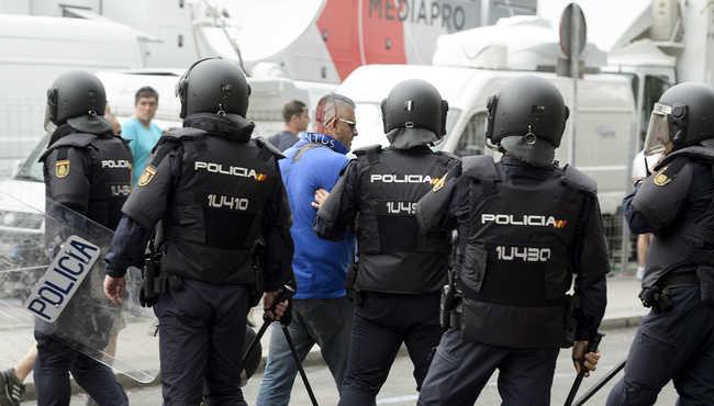 Kétszer annyi rendőr lesz a Real-Barca meccsen