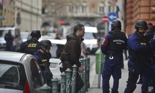 Letartóztatják a másik brit terroristagyanús férfit is