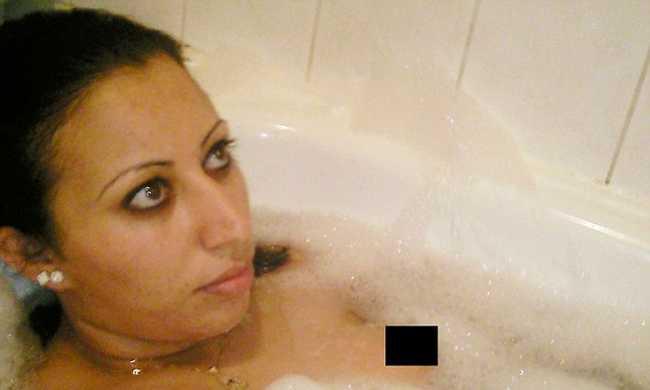 Habfürdőzik Európa első öngyilkos merénylőnője - fotók
