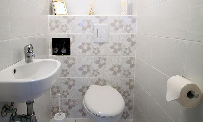 Kínzó fogság: vécéjébe zárták az idős nőt, órákig várt a segítségre